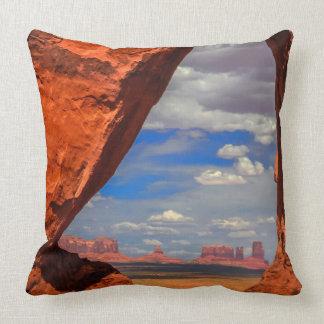 Fenêtre de roche à la vallée de monument, AZ Oreillers