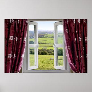 Fenêtre ouverte avec la vue à travers et le poster