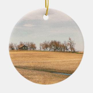 Ferme abandonnée de prairie dans le Dakota du Nord Ornement Rond En Céramique