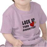 Fermez à clef votre pièce en t de bébé de pièce en t-shirts