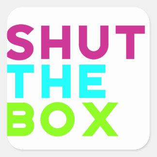 Fermez le logo de boîte sticker carré