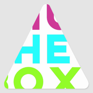 Fermez le logo de boîte sticker triangulaire