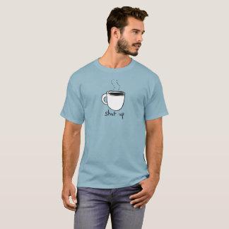 Fermez le T-shirt de café