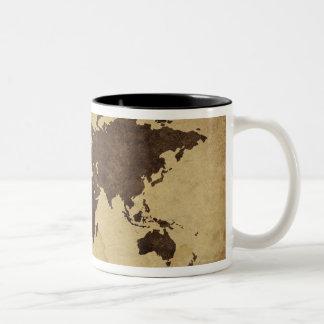 Fermez-vous de la carte antique 3 du monde mug bicolore