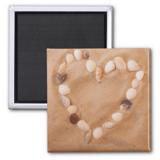 Fermez-vous de la forme de coeur faite de coquille magnets pour réfrigérateur