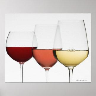 Fermez-vous des verres de différents vins poster