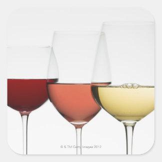 Fermez-vous des verres de différents vins sticker carré