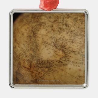 Fermez-vous du globe antique 3 ornement carré argenté