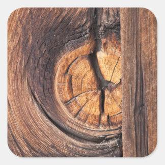 Fermez-vous d'un noeud en bois, la Californie Sticker Carré