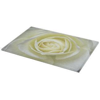 Fermez-vous vers le haut des détails du rose blanc planches à découper