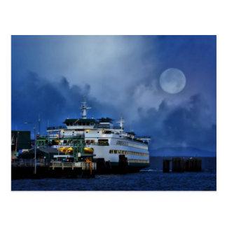 Ferry sous la carte postale de lune