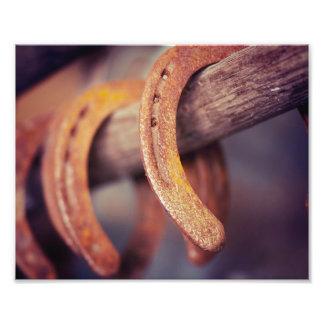 Fers à cheval sur le pays en bois de cowboy de tirage photo
