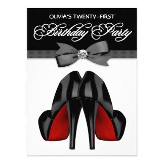 Fête d'anniversaire d'arc de la femme noire rouge faire-parts