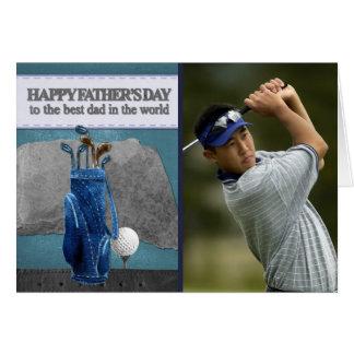 Fête des pères heureuse jouante au golf de photo carte de vœux