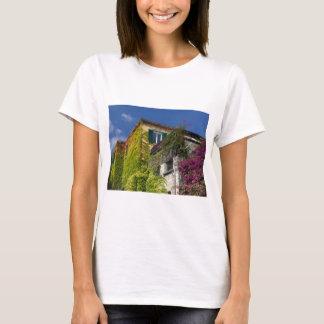 Feuille coloré sur la maison t-shirt