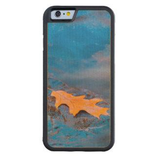 Feuille de chêne sur la roche en rivière de coque iPhone 6 bumper en érable