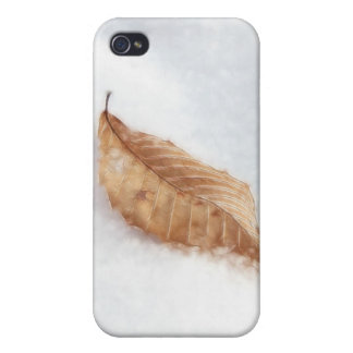Feuille de hêtre dans une dérive de neige iPhone 4 case