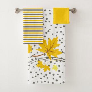 Feuille d'érable jaune et ensemble gris de