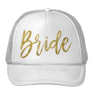 Feuille d'or de jeune mariée et casquette blanc de