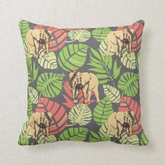 Feuille et éléphants exotiques de jungle coussin