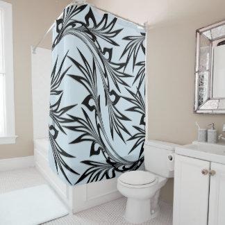 Feuille mise en rouleau sur le rideau en douche