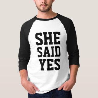 Fiançailles qu'elle a dit oui t-shirt
