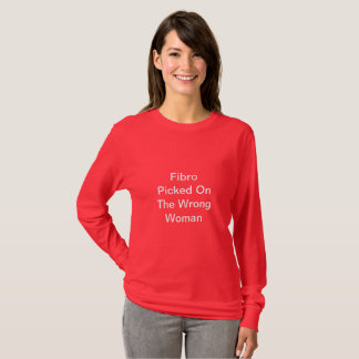 Fibro rouge sélectionné sur la chemise fausse de t-shirt