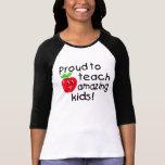 Fier d'enseigner les enfants extraordinaires (Appl T-shirts