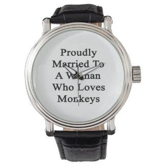 Fièrement marié à une femme qui aime des singes montres bracelet