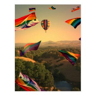 Fierté d'arc-en-ciel au-dessus de la vallée de cartes postales