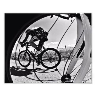 Fikeshot par la roue en noir et blanc. impressions photographiques