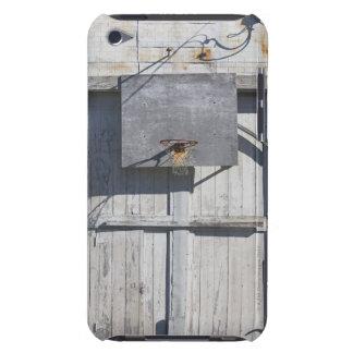 Filet de basket-ball sur le bâtiment rustique étui iPod touch