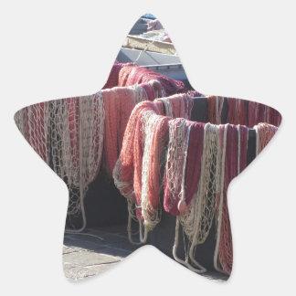 Filets de pêche colorés dans le port. La Toscane Sticker Étoile
