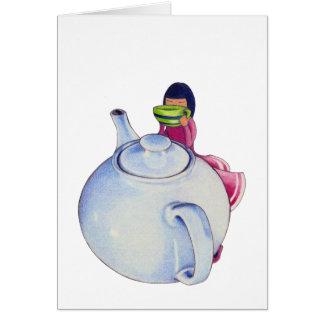 Fille avec la carte de thé