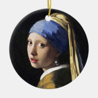 Fille avec une boucle d'oreille de perle, janv. ornement rond en céramique
