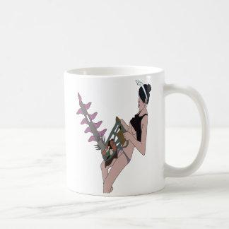 Fille bien heureuse d'amusement de tronçonneuse mug blanc