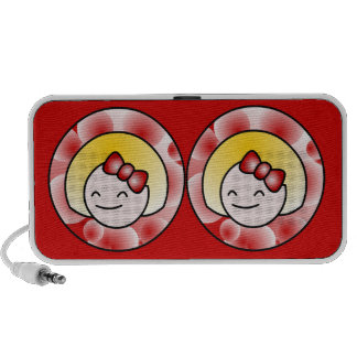 Fille blonde mignonne rouge haut-parleurs mobiles