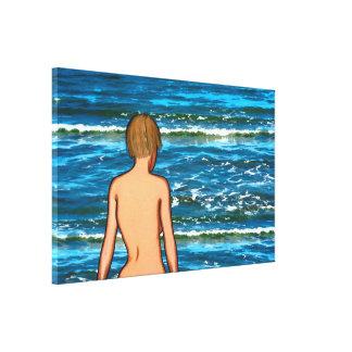 Fille dans la copie de toile de mer