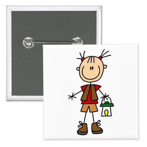 Fille de camping avec des T-shirts et des cadeaux  Pin's Avec Agrafe