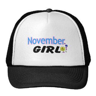 Fille de novembre casquettes