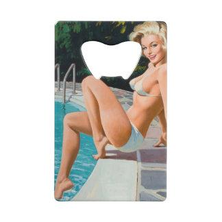 Fille de pin-up blonde sexy de piscine à la rétro