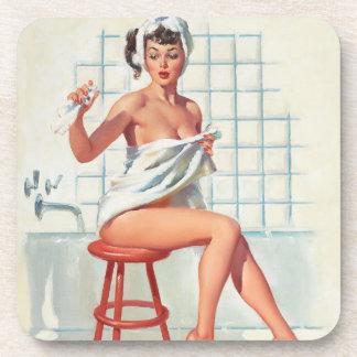 Fille de pin-up de salle de bains sexy de pigeon sous-bock