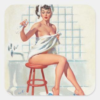 Fille de pin-up de salle de bains sexy de pigeon sticker carré