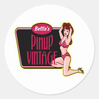 Fille de pin-up vintage adhésif rond