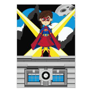 Fille de super héros sur le dessus de toit carton d'invitation 8,89 cm x 12,70 cm