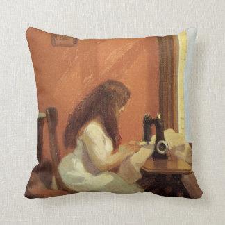 FILLE d'Edward Hopper à la MACHINE À COUDRE 1921 Coussin
