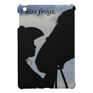 Fille embrassant le cheval coques iPad mini