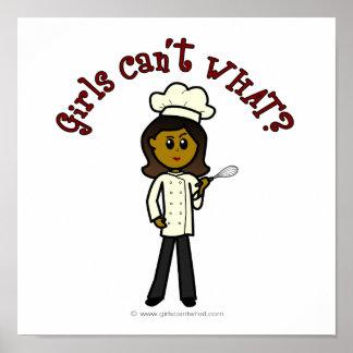 Fille foncée de chef posters