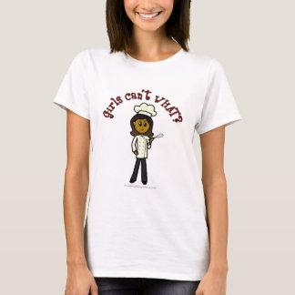 Fille foncée de chef t-shirt