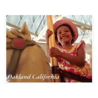 Fille heureuse carte postale